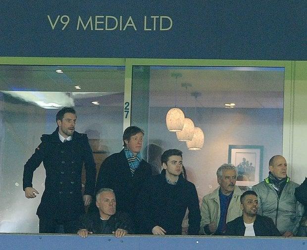 Adrian Butchart (niebieski szalik) w czasie meczu Leicester - Liverpool
